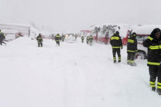 Впогребенном под лавиной итальянском отеле погибли 30человек