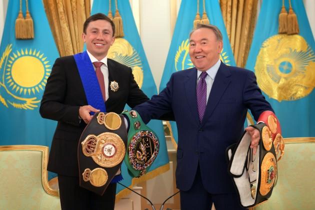 Геннадий Головкин подарил Президенту свои пояса