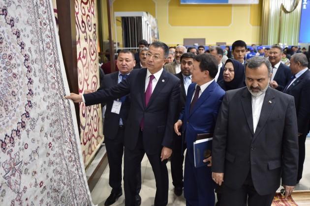 ВШымкенте проходит ярмарка ковров