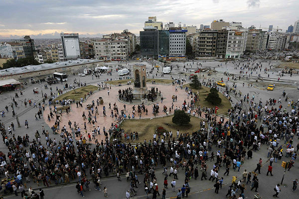 Протестующие в Стамбуле против референдума