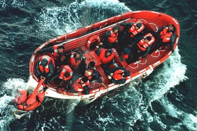 Спасатели обнаружили тела 54 погибших с затонувшего у Камчатки траулера
