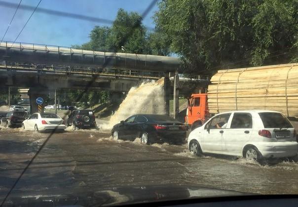Нижнюю часть Алматы затопило