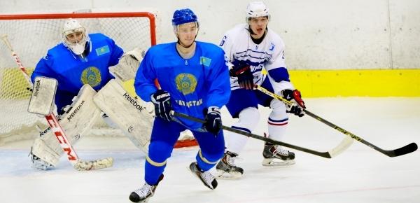 Сборная Казахстана уверенно возглавляет группу B на ЧМ по хоккею