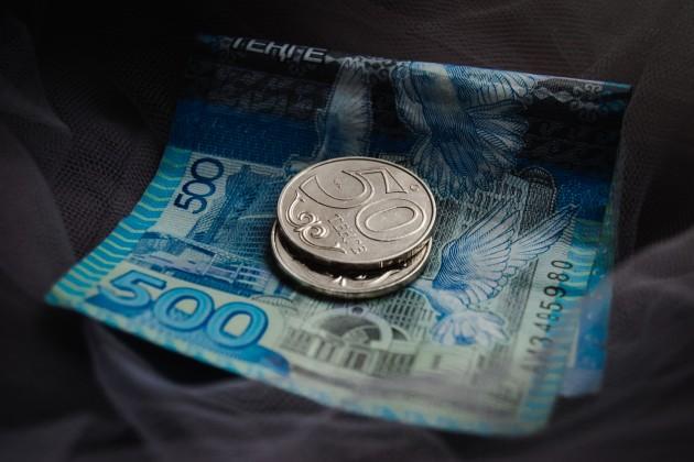 Доллар продается в обменниках по 390тенге