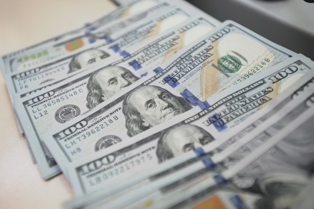 Доллар стремится кгодовому рекорду