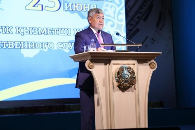 Госслужащих Алматинской области поздравили спраздником