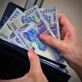 Зарплаты бюджетникам повысят с 1 июня