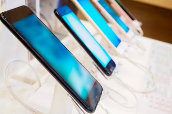 Рынок смартфонов продолжает сокращаться