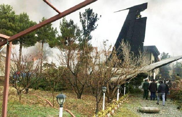 При крушении военного Boeing в Иране выжил один человек
