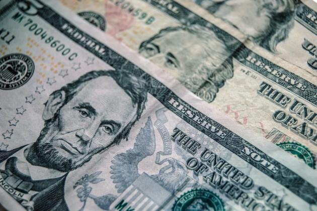 На KASE доллар торговался по 384 тенге