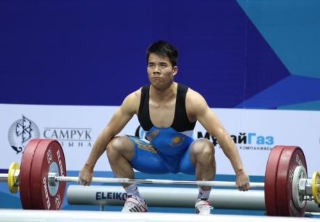 Казахстанский штангист завоевал золотую медаль на Универсиаде