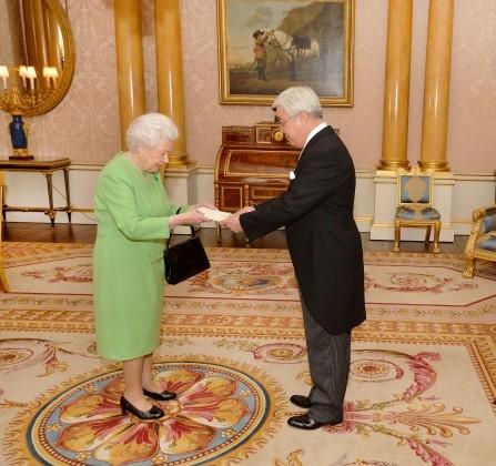 Ерлан Идрисов вручил верительные грамоты королеве ЕлизаветеII