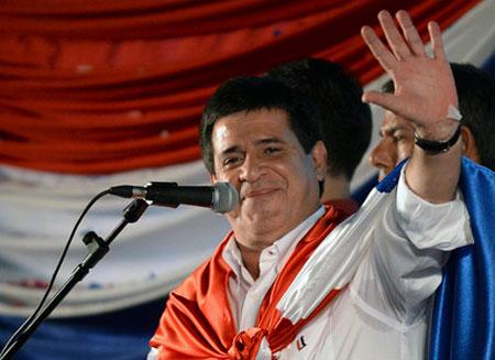 В пользу бездомных отказался от зарплаты президент Парагвая