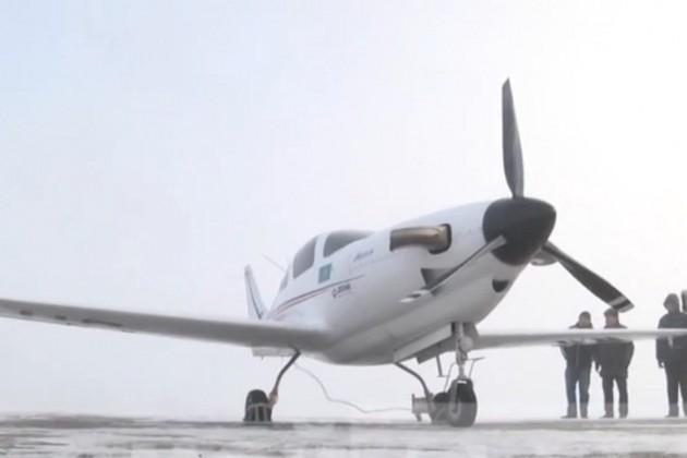 Министру не смогли показать полет уральского самолета