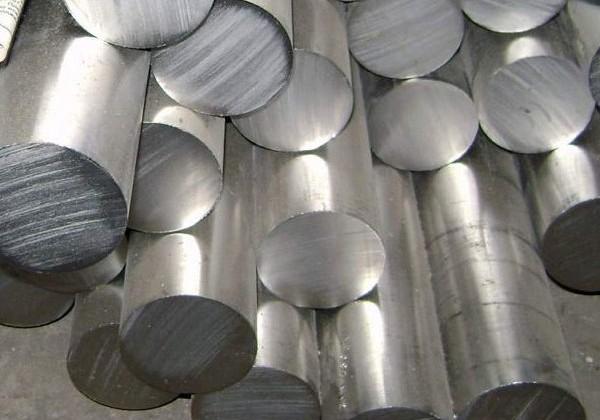 Производство нелегированной стали упало на 3% за год
