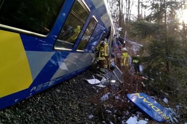 В Баварии при столкновении поездов пострадали более 150 человек