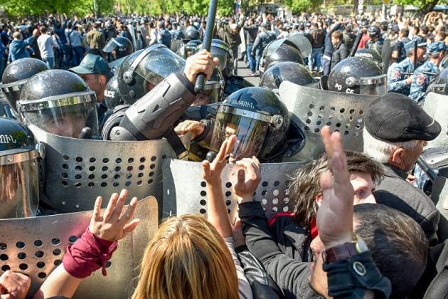 ВЕреване проходят массовые акции протеста