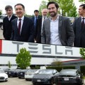 Бакытжану Сагинтаеву показали как собирают Tesla