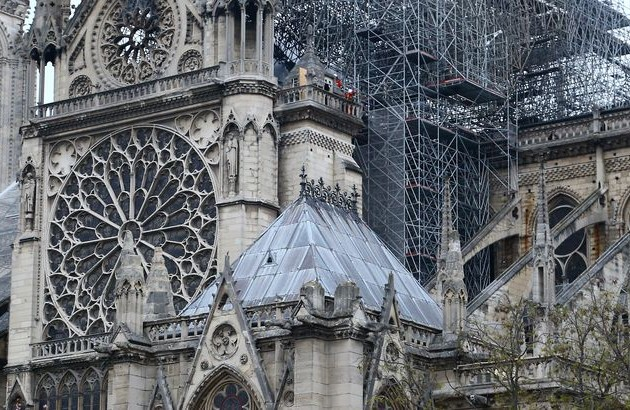 Пожар в соборе Парижской Богоматери полностью потушен