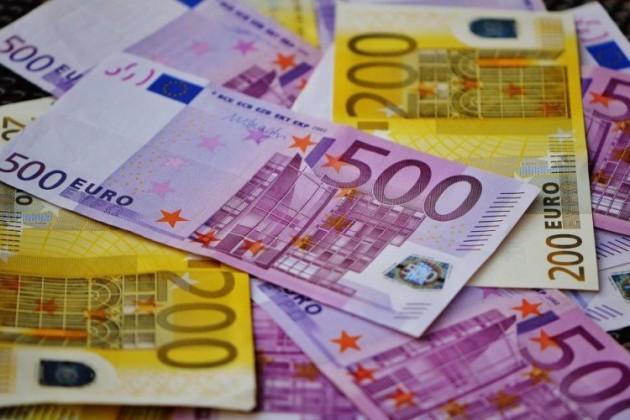 Обменники продали евро сначала года на196,4млрд тенге