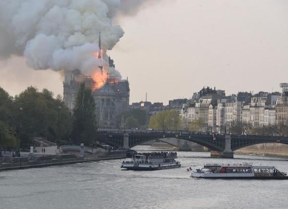 Пожар в соборе Парижской Богоматери объяснили компьютерным сбоем