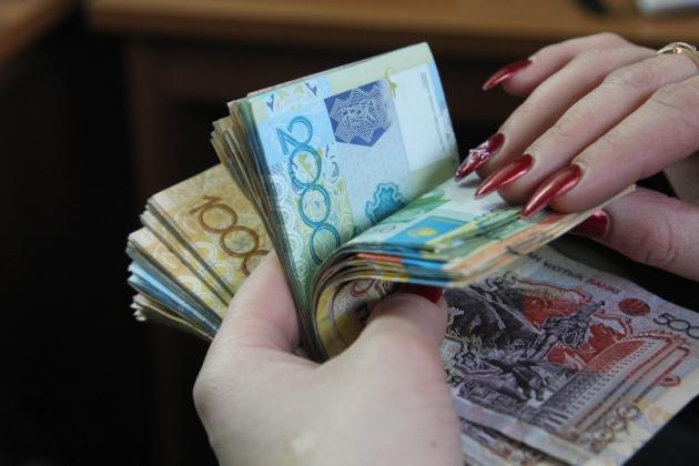 Как изменилась зарплата казахстанцев за год?