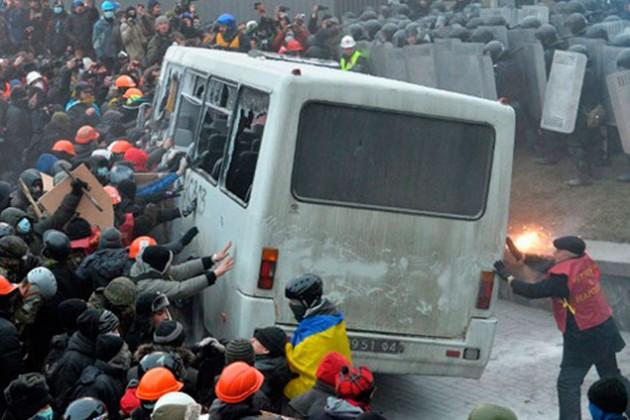 Более 100 человек ранены в ходе беспорядков в Киеве