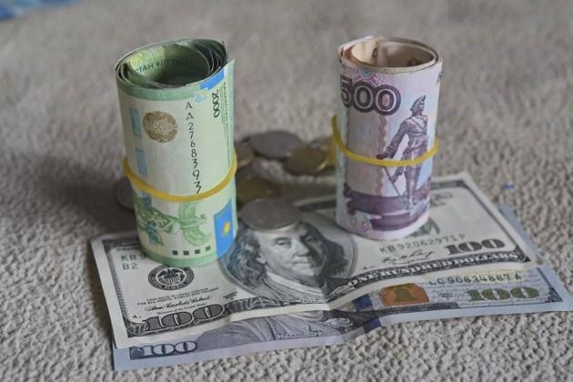 Доллар подорожал до328тенге