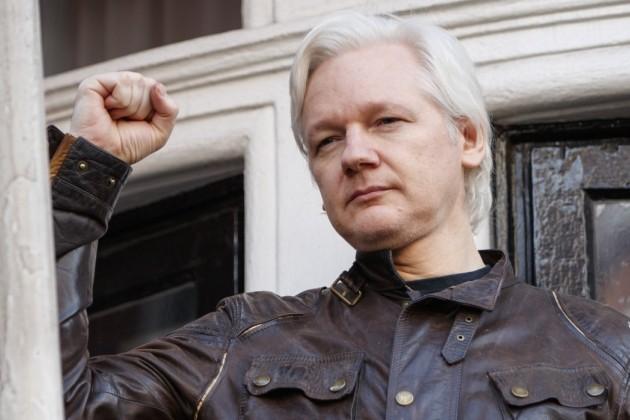 Полиция Великобритании задержала Джулиана Ассанжа