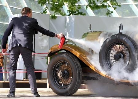 Сгорел раритетный Bentley