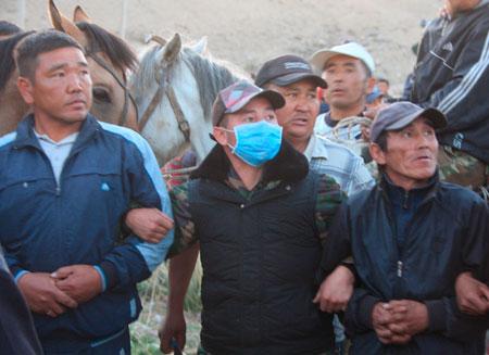 В Кыргызстане грозят сжечь здания администрации