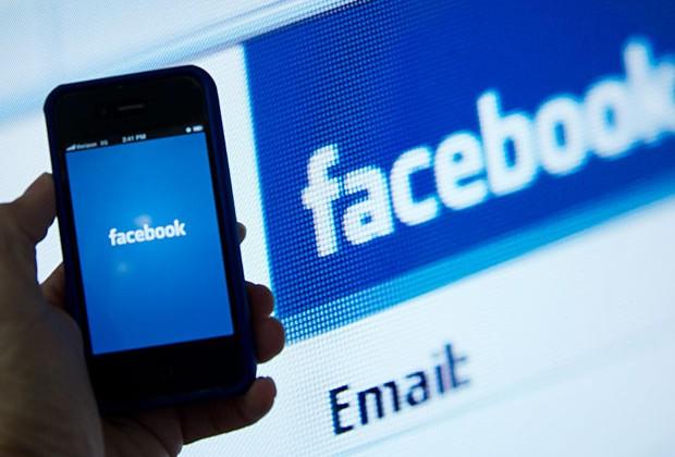 Facebook против своего телефона