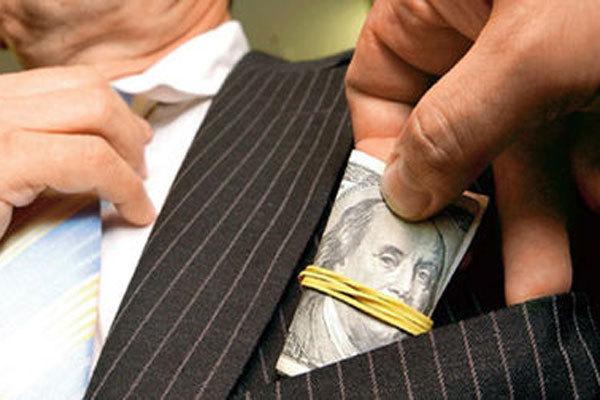 Таможенники берут взятки из-за низкой зарплаты