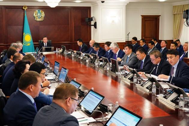 Премьер поручил проработать вопросы ценообразования на авиакеросин