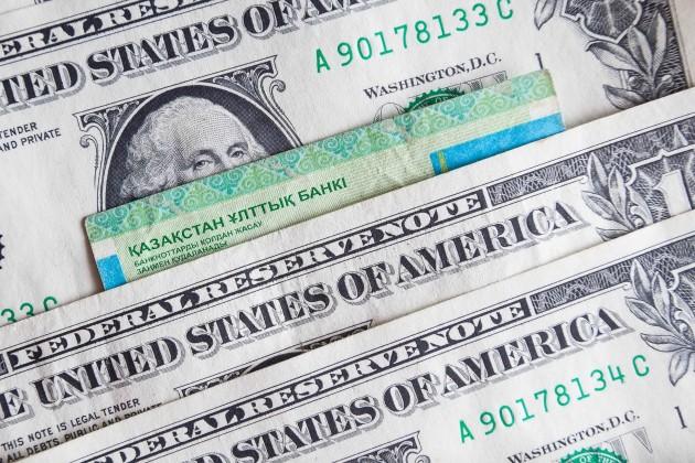Дневные торги: 332,91тенге задоллар