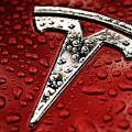 Moody's снизило кредитный рейтинг Tesla