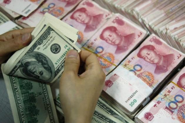 Население Китая скупает доллары