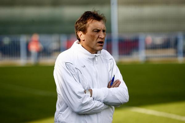 Беранек продолжит тренировать сборную Казахстана по футболу