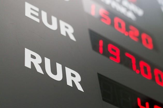 В обменных пунктах падают объемы продаж валюты