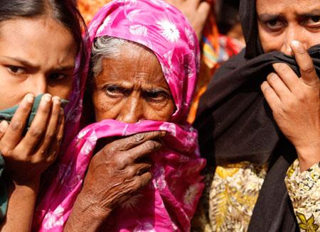 Число погибших при обрушении фабрики в Бангладеш достигло 500 человек