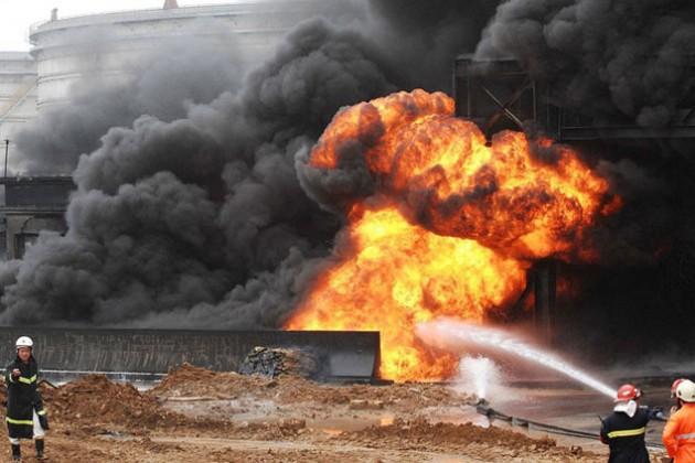 22 человека погибли при взрыве нефтепровода в Китае