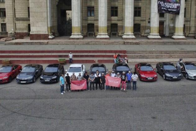 В Алматы состоялся пробег Tesla