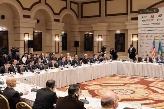 Казахстан иСША обсуждают принцип «открытого неба»