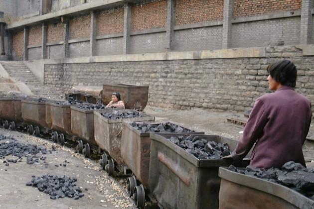 В Китае закроют более 2 тысяч угольных шахт