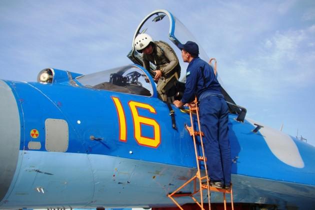 Казахстанским военным летчикам повысят зарплату