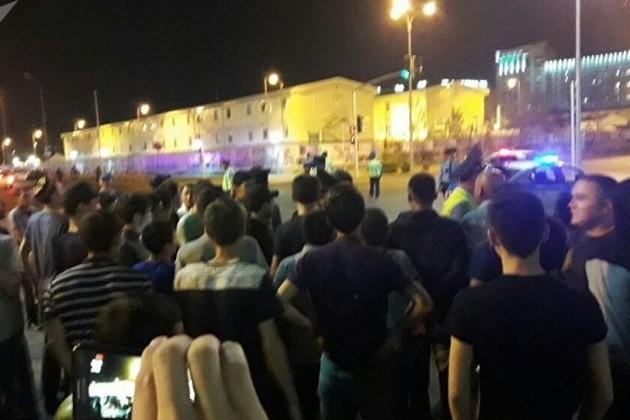 Из-за конфликта между рабочими полиция перекрыла улицы вАстане