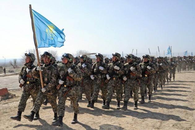 На военной базе Отар готовятся к боевому параду