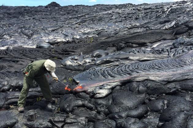 НаГавайях объявили эвакуацию после извержения вулкана