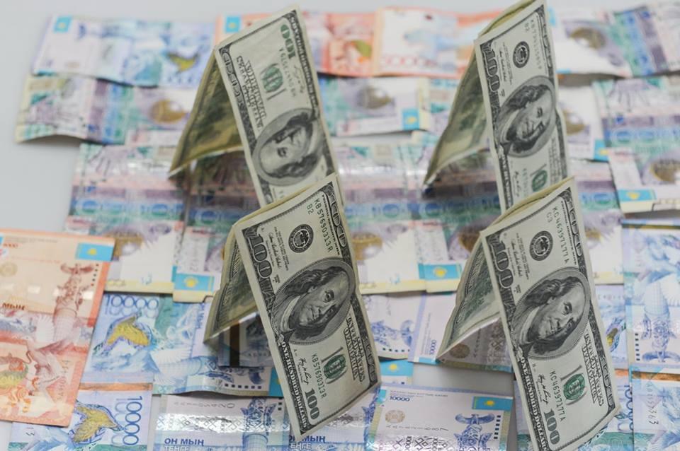 Курс доллара поборол отметку 330 тенге
