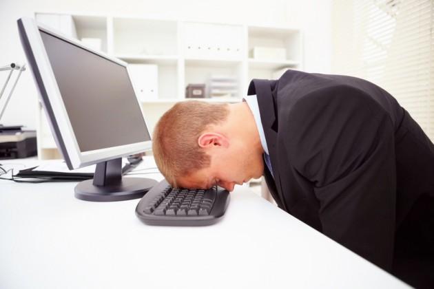 Около 11% казахстанцев спят на работе
